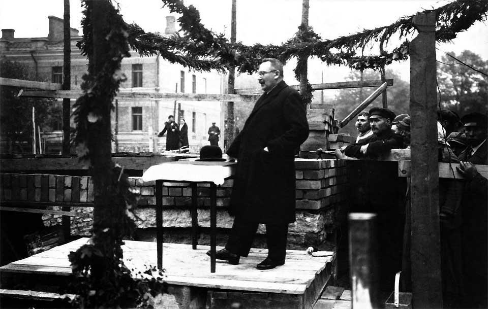 Jüri Jaakson Eesti Panga peahoone nurgakivi panekul 30. septembril 1933